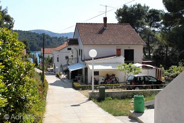 Apartment, max 7 persons, close to the sea, Brgulje, Croatia