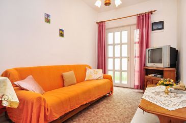 Apartment A-10023-b - Apartments Seget Donji (Trogir) - 10023