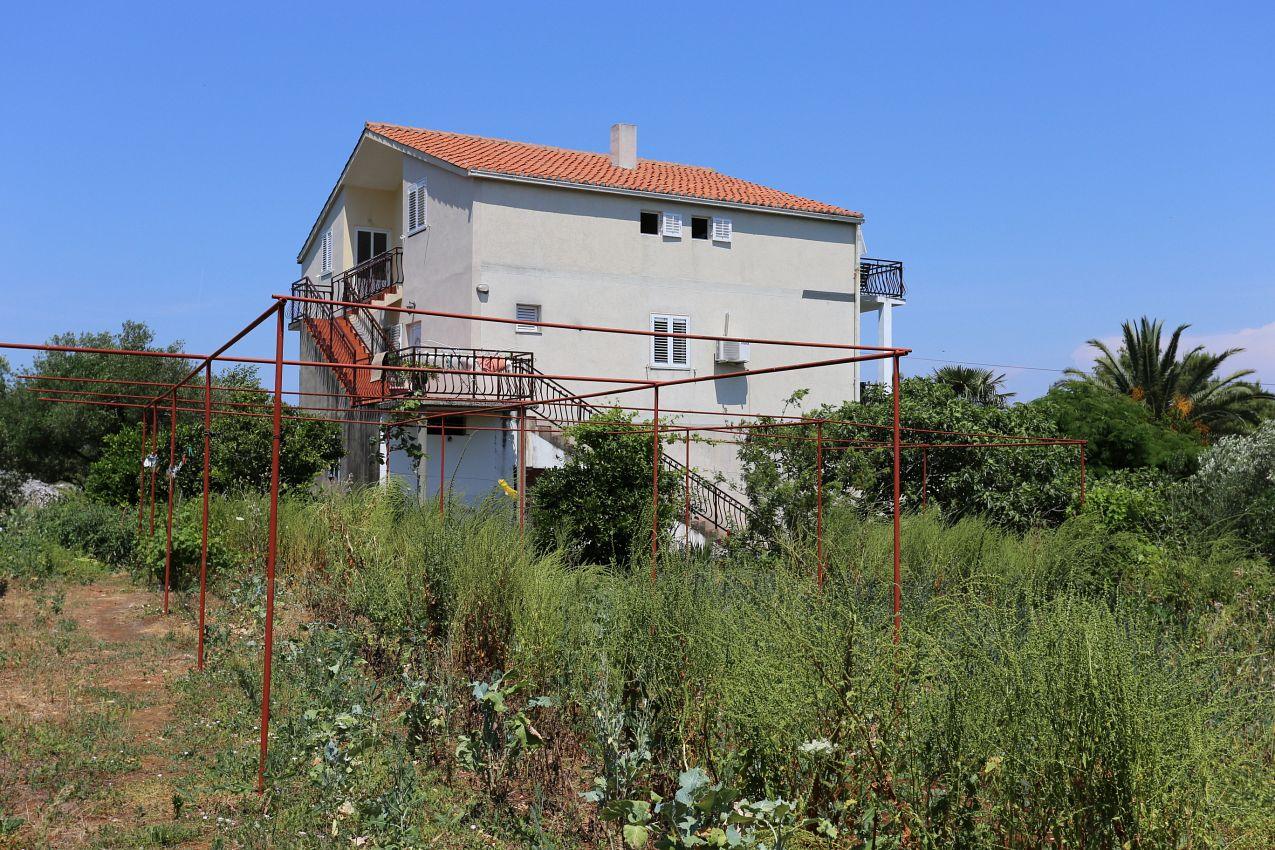 Apartmány s parkoviskom v meste Drače - 10211