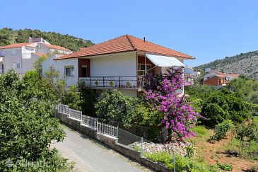 Property Vinišće (Trogir) - Accommodation 10241 - Apartments near sea with pebble beach.