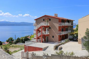 Property Stanići (Omiš) - Accommodation 10324 - Apartments with pebble beach.