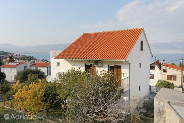 Property Slatine (Čiovo) - Accommodation 10355 - Apartments near sea with pebble beach.