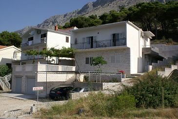 Property Medići (Omiš) - Accommodation 1045 - Apartments near sea with pebble beach.
