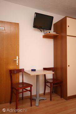 Živogošće - Porat, Dining room u smještaju tipa studio-apartment, WIFI.