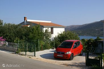 Property Marina (Trogir) - Accommodation 1062 - Apartments with pebble beach.