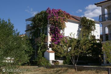 Okrug Gornji, Čiovo, Property 1069 - Apartments blizu mora with pebble beach.