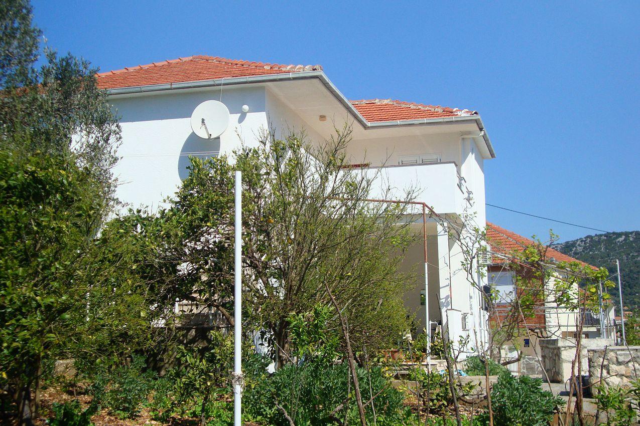 Apartmány s parkoviskom v meste Vinišće - 11029
