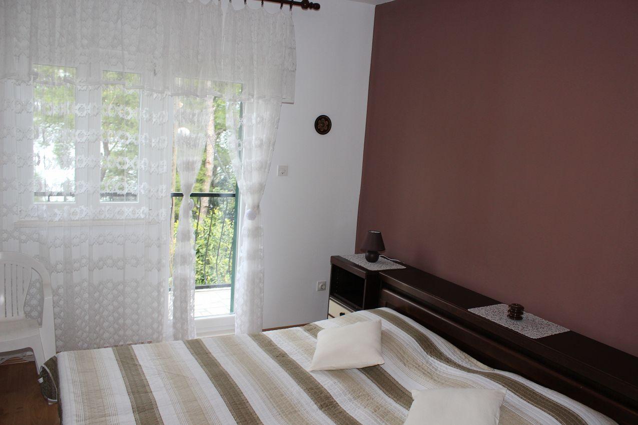 Apartmány s parkoviskom v meste Arbanija - 11041