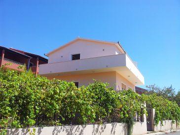 Vinišće, Trogir, Property 11075 - Apartments with pebble beach.