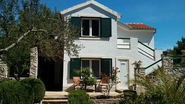 Property Milna (Brač) - Accommodation 11088 - Apartments with pebble beach.
