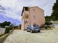 Poljica, Trogir, Parking lot 11103 - Apartments blizu mora with pebble beach.