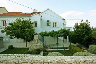 Property Supetar (Brač) - Accommodation 11147 - Apartments with pebble beach.