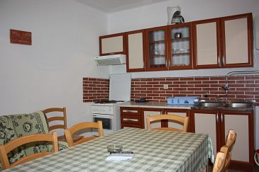 Mandre, Kitchen u smještaju tipa apartment.