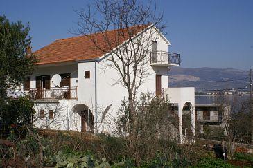 Arbanija, Čiovo, Obiekt 1125 - Kwatery przy morzu ze żwirową plażą.
