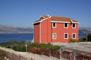 Property Slatine (Čiovo) - Accommodation 1128 - Apartments near sea with pebble beach.
