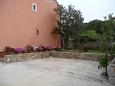Veli Lošinj, Lošinj, Courtyard 11495 - Apartments with pebble beach.