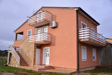 Property Štinjan (Pula) - Accommodation 11648 - Apartments with rocky beach.