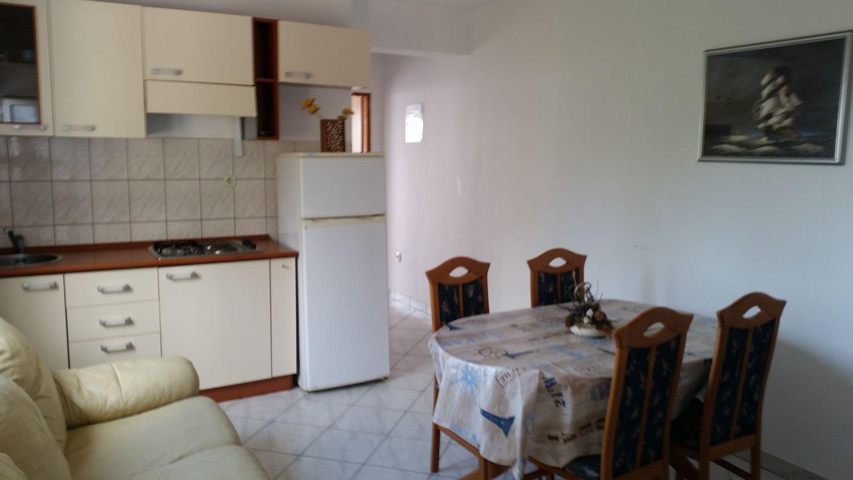 Apartmány s parkoviskom v meste Ivan Dolac - 12644