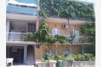 Apartments with a parking space Makarska - 13912