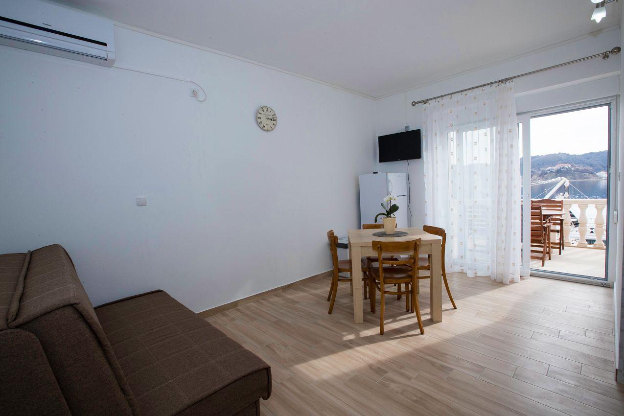 Apartmán na pláži v meste Supetarska Draga - Gornja - 2003
