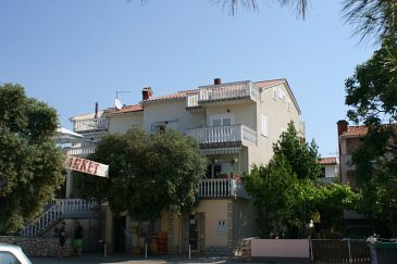 Property Mandre (Pag) - Accommodation 205 - Apartments near sea with pebble beach.