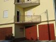 Parking lot Vinišće (Trogir) - Accommodation 2095 - Apartments near sea with pebble beach.