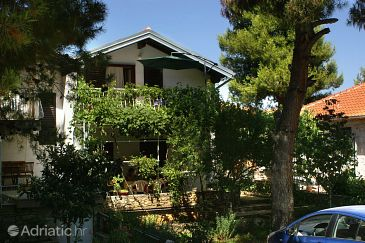 Property Jadrija (Šibenik) - Accommodation 2193 - Apartments near sea with pebble beach.
