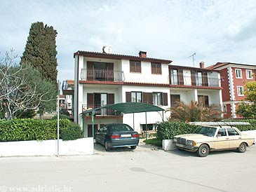Property Rovinj (Rovinj) - Accommodation 2205 - Apartments with pebble beach.