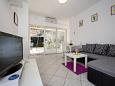Poreč, Dining room u smještaju tipa apartment, dostupna klima i WIFI.