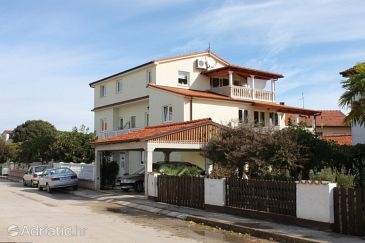 Valbandon, Fažana, Property 2277 - Apartments with pebble beach.