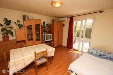 Povljana, Dining room u smještaju tipa apartment, dostupna klima i WIFI.