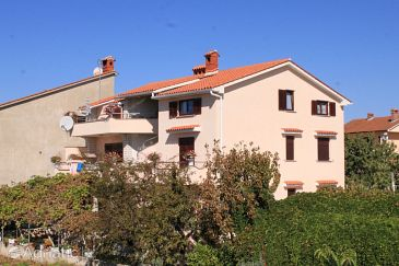 Property Fažana (Fažana) - Accommodation 2290 - Apartments with pebble beach.