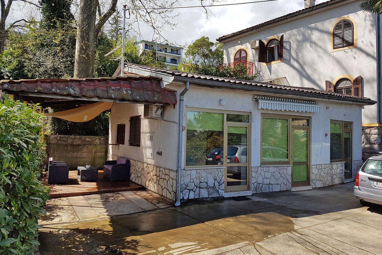 Apartmány s parkoviskom v meste Lovran - 2341