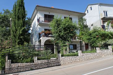 Property Selce (Crikvenica) - Accommodation 2404 - Apartments with pebble beach.