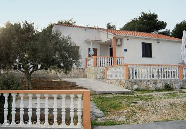 Property Rukavac (Vis) - Accommodation 2473 - Apartments with pebble beach.