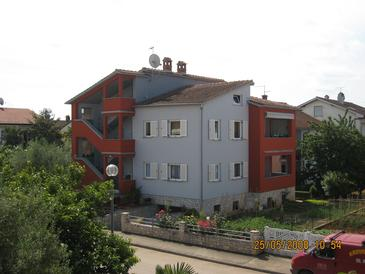 Property Umag (Umag) - Accommodation 2490 - Apartments with sandy beach.