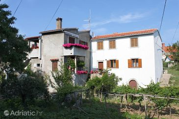 Property Loznati (Cres) - Accommodation 2515 - Apartments with pebble beach.