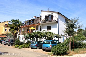 Property Umag (Umag) - Accommodation 2528 - Apartments near sea with sandy beach.