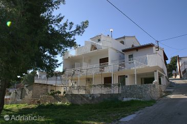 Property Slatine (Čiovo) - Accommodation 2570 - Apartments with pebble beach.