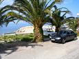 Parking Podgora (Makarska) - Zakwaterowanie 2616 - Kwatery blisko morza ze żwirową plażą.