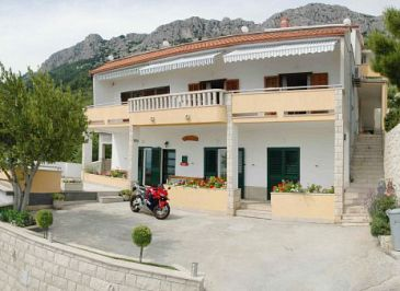 Property Brela (Makarska) - Accommodation 2653 - Apartments with pebble beach.