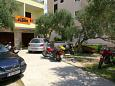Parking lot Tučepi (Makarska) - Accommodation 2656 - Apartments near sea with pebble beach.
