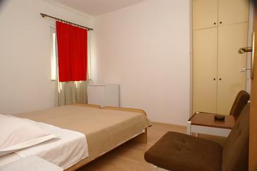 Apartmány s parkoviskom v meste Tučepi - 2676
