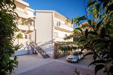 Property Tučepi (Makarska) - Accommodation 2677 - Apartments near sea with pebble beach.