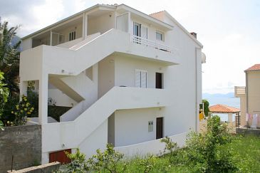 Property Igrane (Makarska) - Accommodation 2680 - Apartments near sea with pebble beach.