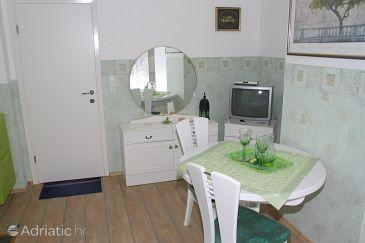 Promajna, Dining room u smještaju tipa apartment.