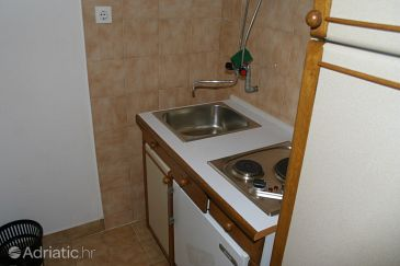 Room S-2726-a - Apartments and Rooms Omiš (Omiš) - 2726