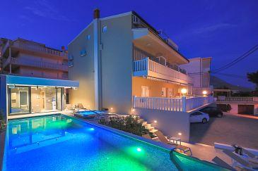 Duće, Omiš, Property 2768 - Apartments and Rooms blizu mora with sandy beach.