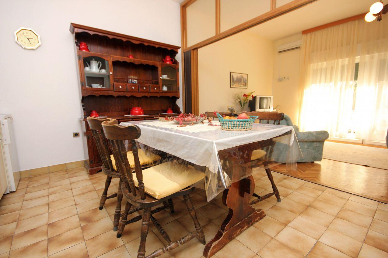 Apartmány s parkoviskom v meste Duće - 2773