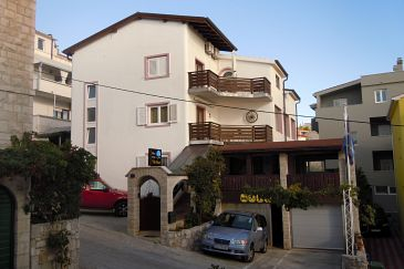Property Nemira (Omiš) - Accommodation 2781 - Rooms near sea with pebble beach.